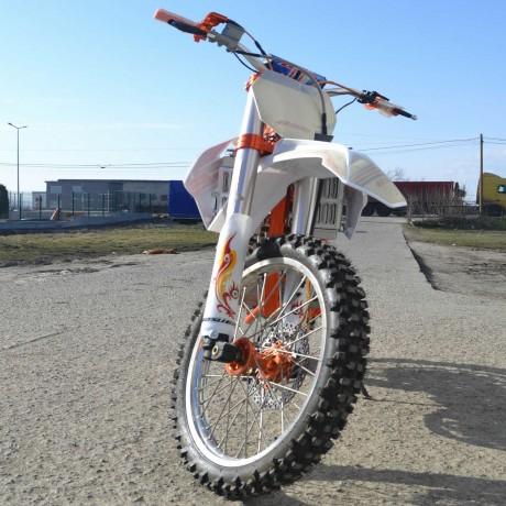 motocross-dirtbike-bosuer-250cc-ultimatemanual-big-0