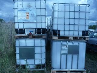 Bidoane plastic (1000 L.) cu suporti metalici